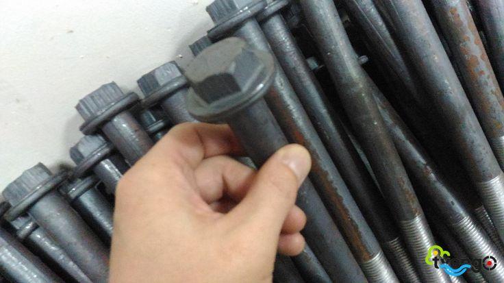 Болт (стяжка) С-4 применяется совместно с накладкой К-1 или К-3 и подкладкой К-2 в качестве узла крепления рельсов Р50, Р65 к железобетонным шпалам...