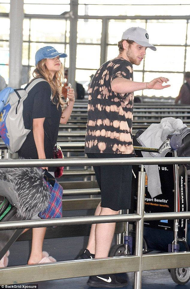 | 5SOS LUKE HEMMINGS and GIRLFRIEND ARZAYLEA BACK DOWN UNDER! | http://www.boybands.co.uk