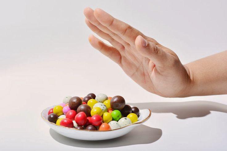 Jak poradzić sobie z nagłą chęcią na słodycze ? Dlaczego tak łatwo uzależnić się od cukru i jakie niebezpieczeństwa niesie za sobą ten rodzaj uzależnienia?