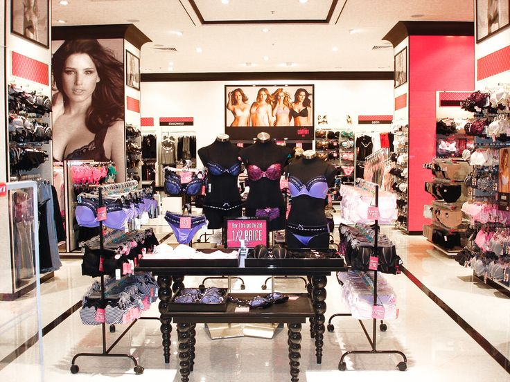 Continuing with the principles used in the concept developed for the Pink Stores, the destination store's brief was to give a more premium look to the stores located in bigger and more prestigious sites. A rich and sophisticated pallet of black and white with touches of pink, patterned tiles floors and clean shopfronts were given to these stores.