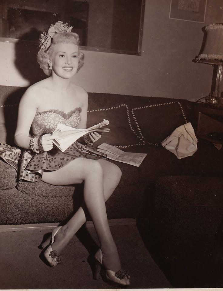 Legs Betty Jumel nudes (13 foto) Cleavage, iCloud, braless