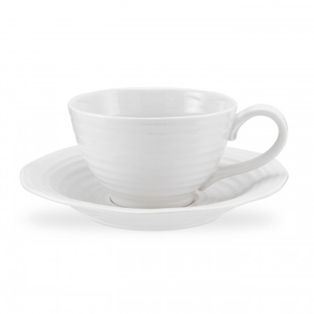 Sophie Conran White Jumbo Cup & Saucer comes packaged in Sophie's striking spotty gift boxes - making the perfect gift for hot chocolate lovers everywhere. 0.6L (20oz). Product Code: CPW76581. Call 905·885·9250.