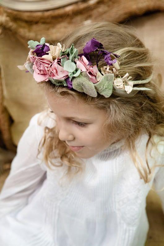 Coronas de flores para novias y damitas fotos elia sills - Como hacer adornos para el pelo ...