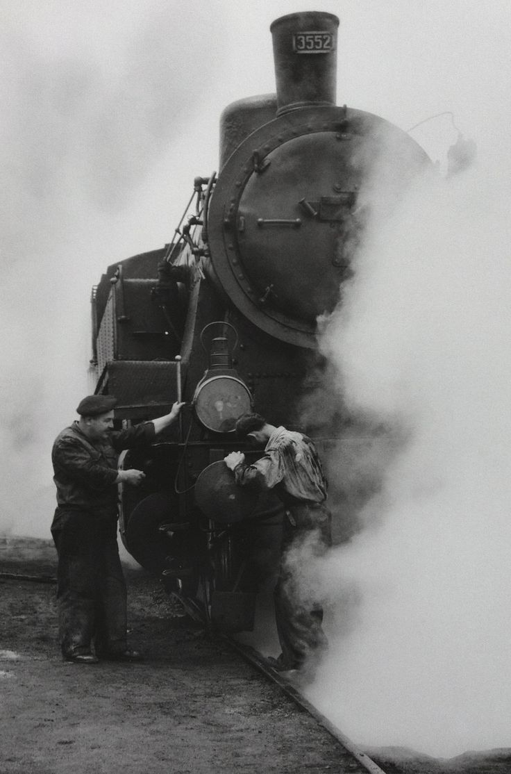 Steam engine - photo by Ara Güler [1959]