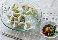 シャキシャキのキュウリの水餃子のレシピ。 ゆでた後、氷でキンキンに冷やした韓国風水餃子。シャキシャキとしたキュウリの食感が楽しい。少し蒸し暑い日にどうぞ。