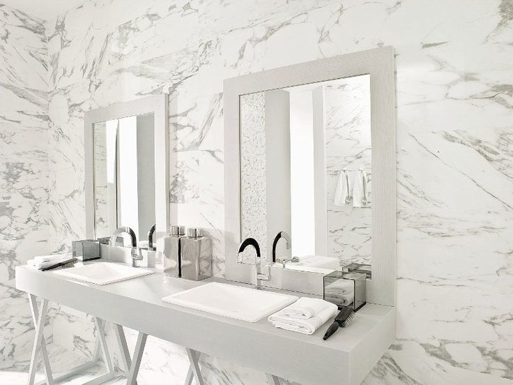 Porcelanosa U0027Calacata Silveru0027 Floor And Wall Tiles | Modern Bathroom With A  Classic Marble