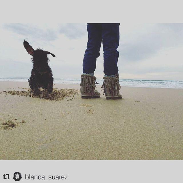 @blanca_suarez con botas de flecos de #mou disponibles en @allegrashop.es 😉 www.allegrashop.es #mou #mouboots #ayyyquecalentitas