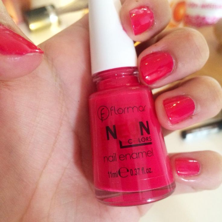 Just one coat (I'm in a rush) It's gorgeous. So shiny.  @Flormar_Irl #Irishbbloggers #bbloggers #nails #notd #pink