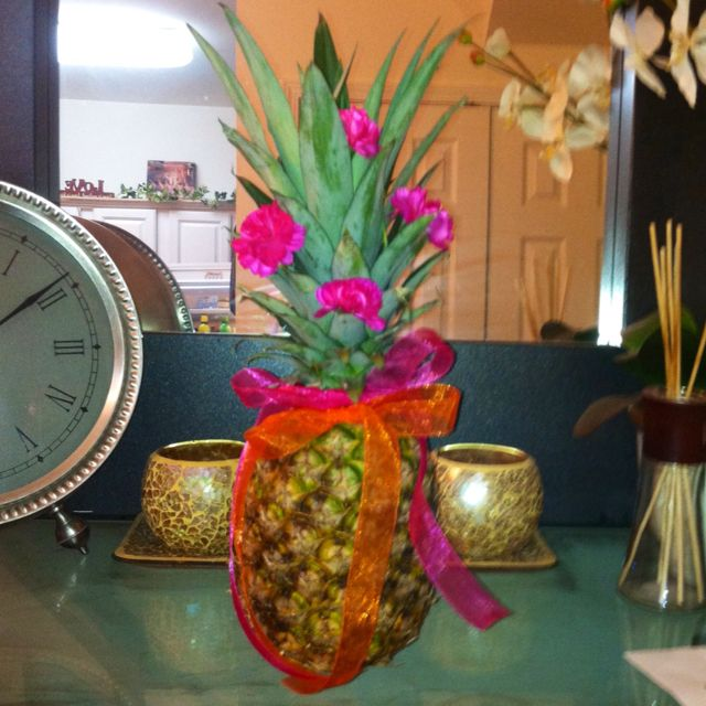 What an easy Luau center piece idea.  Wire flowers into top of pineapple, tie ribbon around it, done!