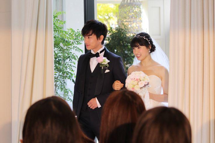 結婚式の直前に病に倒れ意識不明となった花嫁を、8年間待ち続けた新郎。一組のカップルに起きた奇跡の実話を佐藤健、土屋太鳳の豪華W主演で映画化した『8年越しの花嫁 奇跡の実話』が12月16日に公開される。それに先立ち、11月28日に東京港区のアーフェリーク白金で公開直前イベントが行われ、佐藤健、土屋太鳳がタキシー