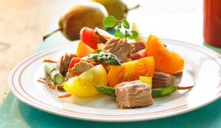 Make Life Easy with this Tuna, Asparagus and Heirloom Tomato Salad recipe! LIKE us at https://www.facebook.com/goldseal #cannedtuna #cannedseafood #easyrecipes