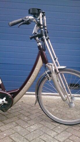 Dubbele krukhouder op maat bij kruk en fiets
