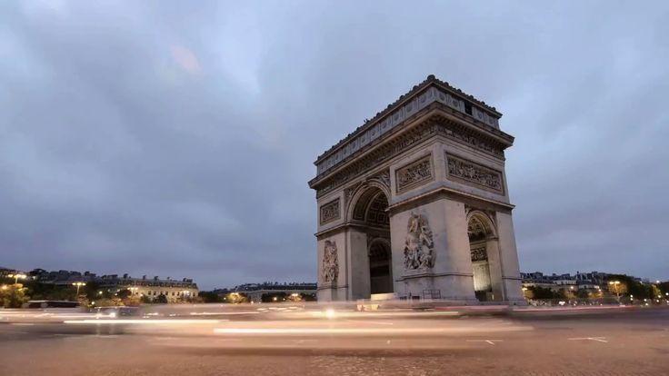 Paryż, ruch samochodowy wokół Łuku Tryumfalnego