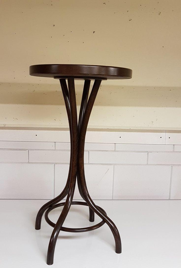 Thonet tafel 1067 Thonet bloementafel Thonet Gueridon table