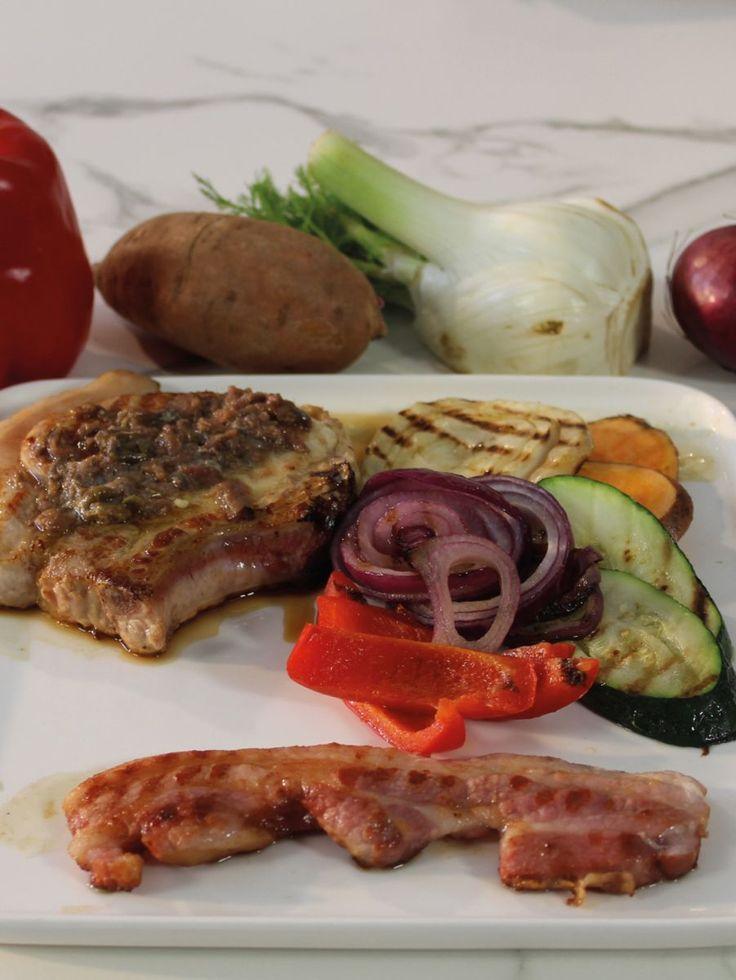 """Het lekkerste recept voor """"Varkenskotelet met gegrilde groentjes en ansjovisboter"""" vind je bij njam! Ontdek nu meer dan duizenden smakelijke njam!-recepten voor alledaags kookplezier!"""