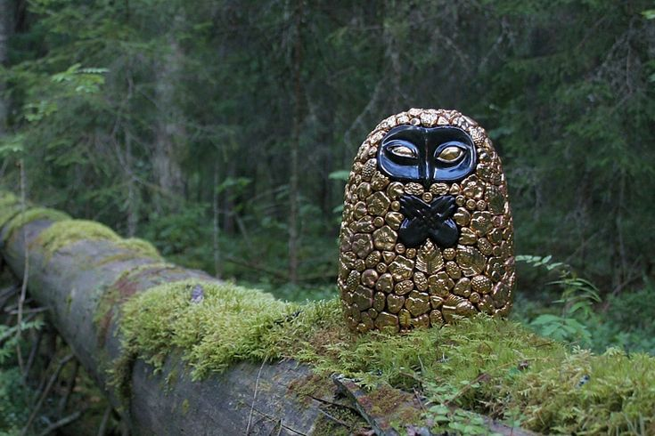 Expressions of Nature: Primeval Forest (Golden Owl), Ville Heimala, 2016. Ceramic sculpture covered with ceramic reliefs, height 24 cm.