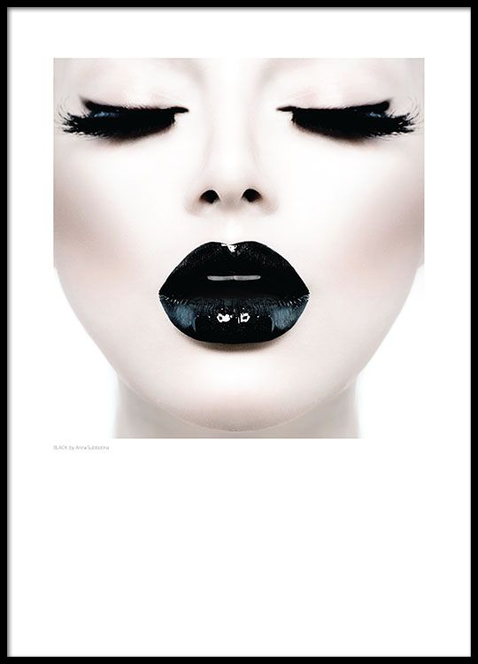Plakat med Foto, svarte glinsende lepper.