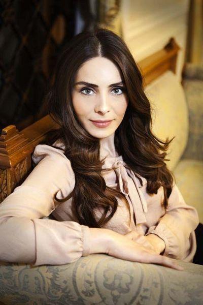 Turkish Actress - Tuba Büyüküstün