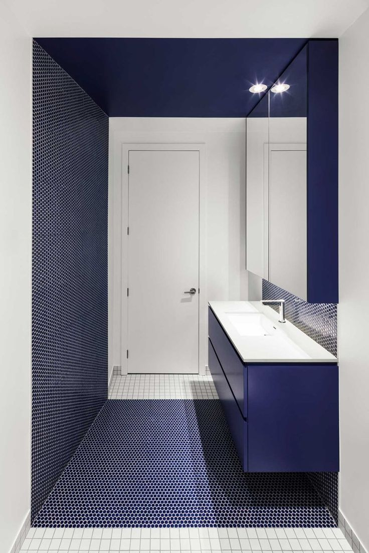 The striking colour of the stairway acts as the focal point of this interior composition, where yellow brings a warm and vibrant tone to the project of @naturehumaine #bathroom #blue