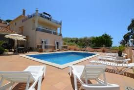 Spaanse familievilla met privé zwembad, ideaal voor meerdere gezinnen of groepen gelegen bij een van de levendigste plaatsen aan de zuidkust van de Costa Brava.