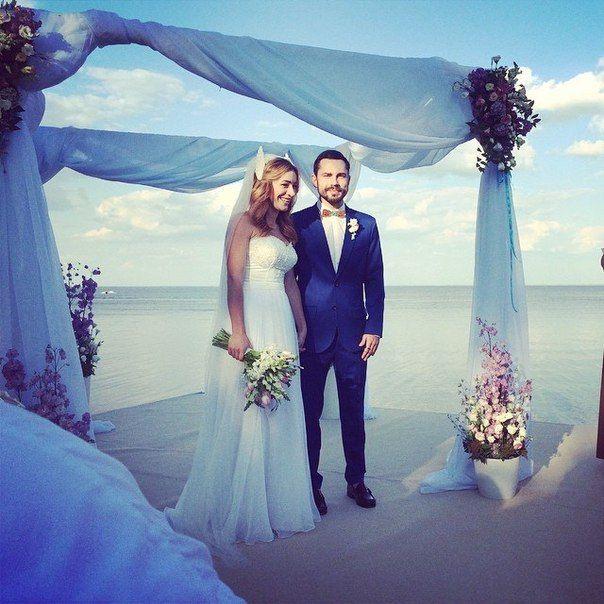 Звезды программы «Орел и Решка» Андрей Бедняков и Настя Короткая поженились.