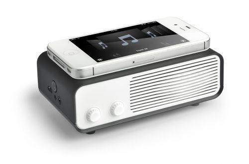 Deze NFA speaker, met een trendy retro design, werkt door simpelweg uw mobiele telefoon of media apparaat (met externe speaker) bovenop de Magic Touch te plaatsen. Geen kabels of Bluetooth nodig!  Geweldige logo mogelijkheden door de grote ruimte bovenop (doming logo is mogelijk) als ook een logo ruimte op de voorzijde. De Magic Touch vereist 3 x AA batterijen. (worden meegeleverd).