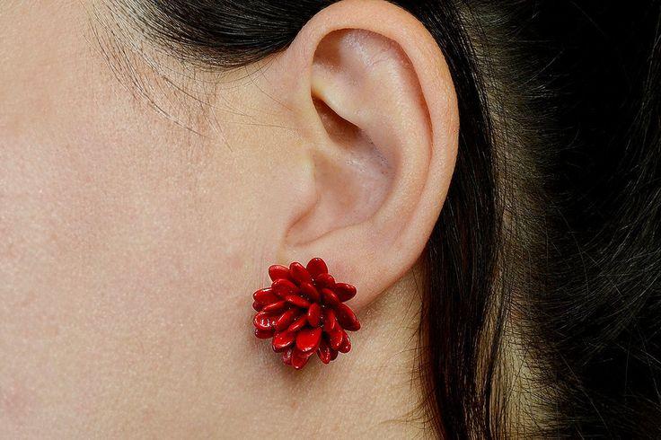 Garnet earring, seed handmade jewelry, black studs, organic flower stud, chunky stud, red jewelry, gift for her under 20, women earrings by ColorLatinoJewelry on Etsy