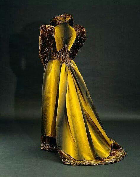 Stunning 1892 Pingat tea gown.