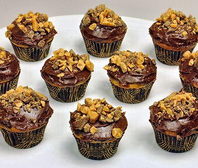 Mini Chocolate Banana Heath Bar Cupcakes | Sweets and Treats | Pinter ...