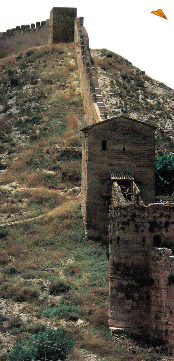 Muralla de Xativa en el cerco del castillo. Valencia . Spain .