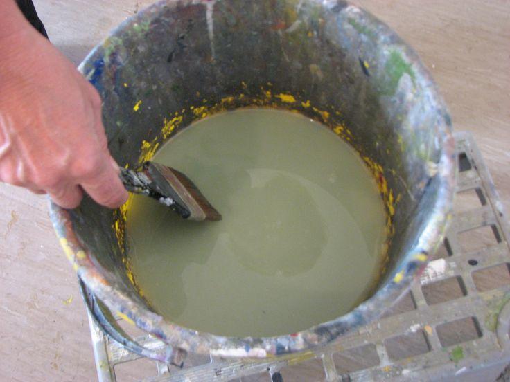 wepaint.dk brug en stor spand til vand når du maler med akrylfarve, så skal du ikke skifte vand så ofte, og du har plads til at have pensler stående!