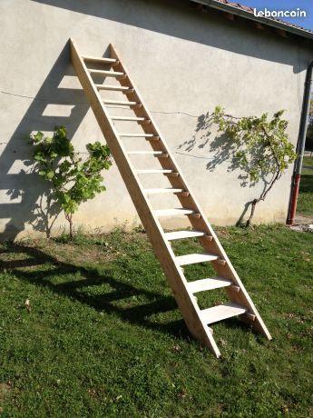 Escalier de chantier - echelle de meunier en bois