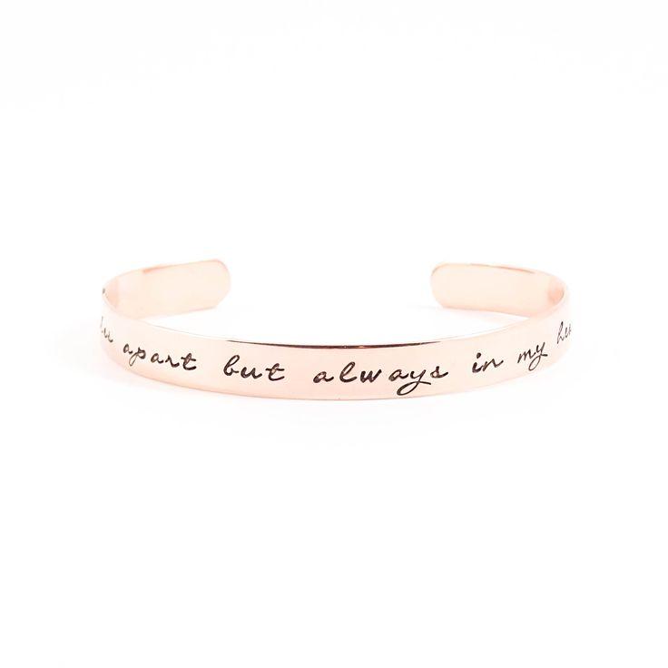 Miles apart but always in my heart. Copper text cuff bracelet. Koperen armband met tekst.