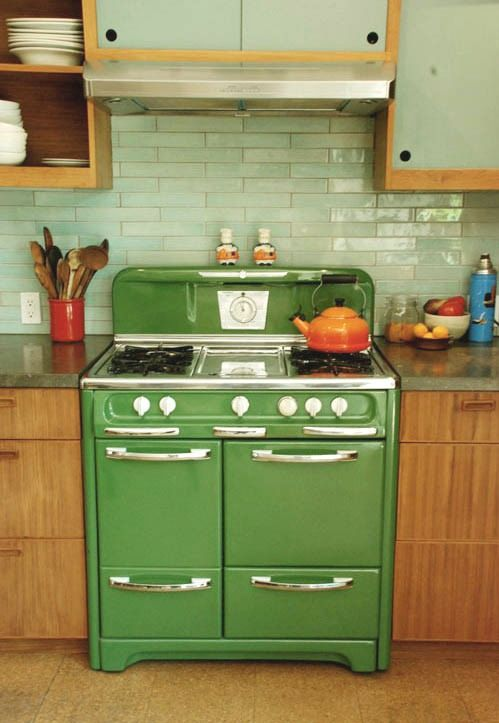 I want this stove!Vintage Appliances, Vintage Stoves, Dreams, Green Stoves, Colors, Subway Tiles, Vintage Green, Ovens, Retro Kitchens