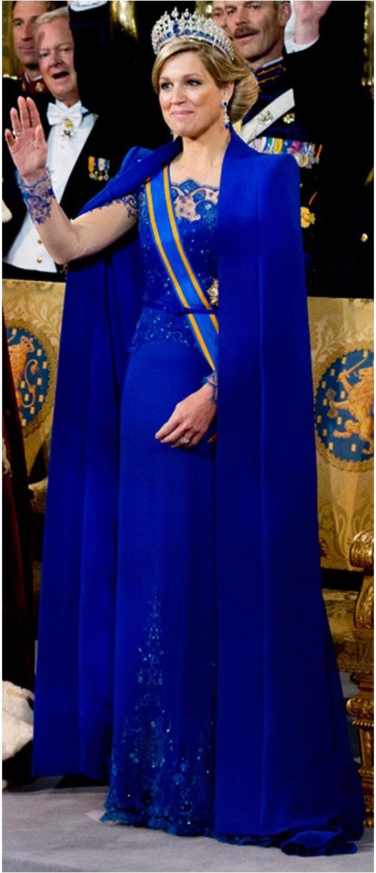 Máxima in koningsblauw van nl ontwerper Jan Taminiau