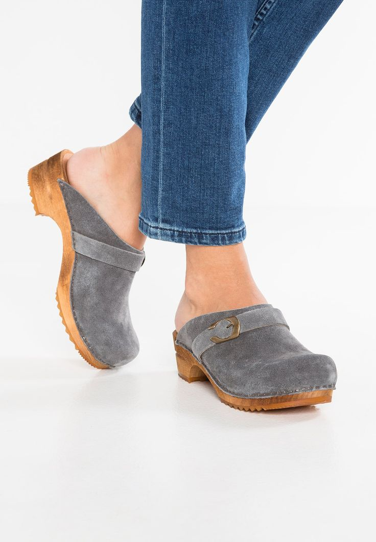 Pin by Conny S on abiti   Clogs, Wooden clogs, Comfortable shoes