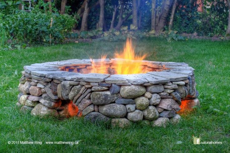 This 'ring of fire' was built by Matthew Ring www.matthewring.ca in Guelph, Ontario, Canada using only stones; no lime mortar and certainly no cement. The star-burst roman arches allow air to fuel the flames. You can learn about the different arch types from Neil Rippingale in this video www.youtu.be/vwrW3qOBZ50. Mathew is credited as an inspiration to his peers by John Shaw-Rimmington, founder and president of Dry Stone Walling Across Canada www.dswa.ca