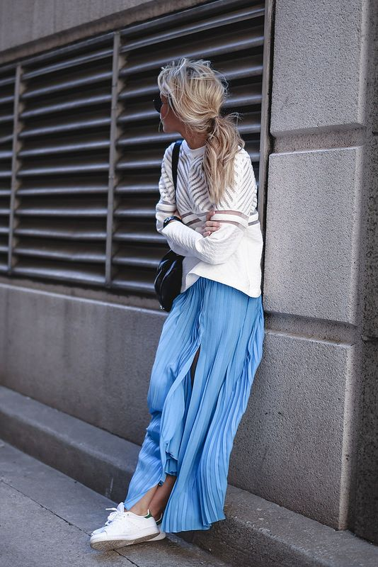 Light blue pleated maxi skirt + loose short sweater + white sneakers