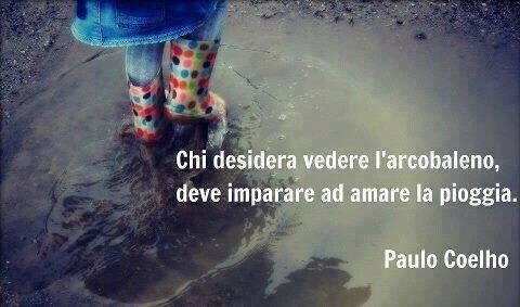 Chi desidera vedere l'arcobaleno, deve imparare ad amare la pioggia.   http://www.messaggi-online.it