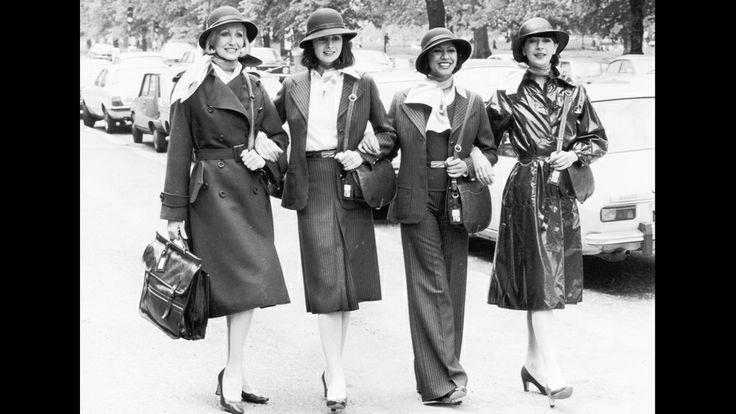 El personal de British Airways muestra sus nuevos uniformes en 1977. Los uniformes de azafatas son icónicos de la época. (Getty Images/Archivo)