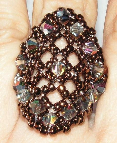 beaded ring. tut. in spanish but easy pictures to read