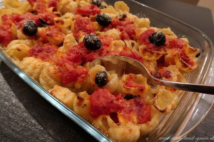 Teigwarenauflauf mit schwarzen Oliven. Rezept für ein Pasta Gratin.
