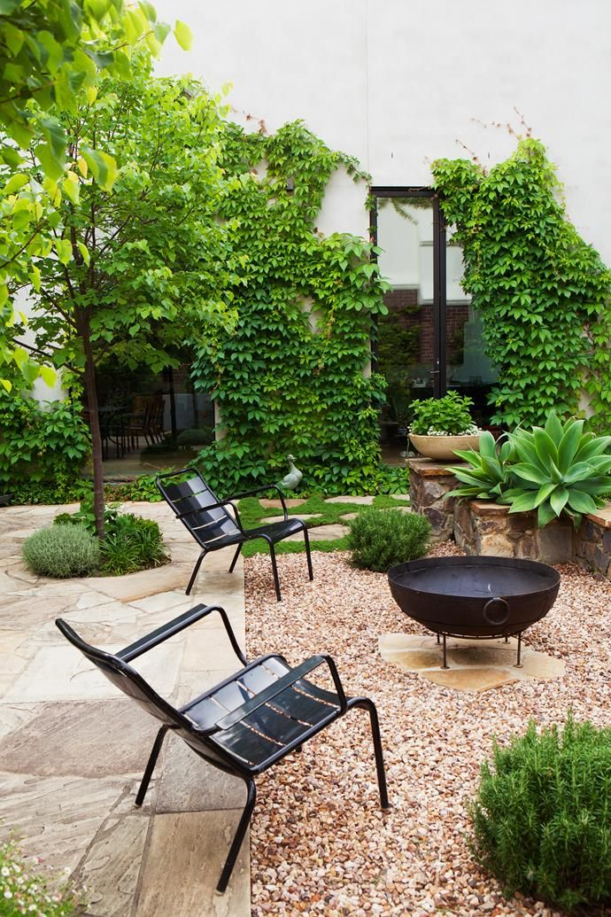 Garden with large entertaining area paved with random-cut Castlemaine slate and punctuated with four linden trees (Tilia cordata). | Photo: Simon Griffiths  | Story: Belle