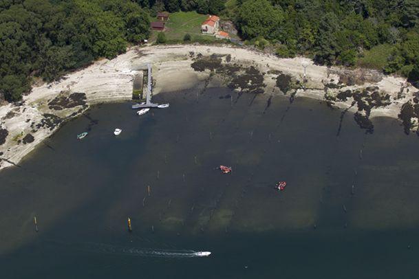 Vista aérea de la cara Sur de la isla, donde se encuentra el embarcadero. http://www.vivirgaliciaturismo.com/isla-de-cortegada-en-ria-de-arousa/