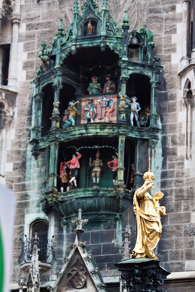 Il Rathaus-Glockenspiel di Monaco di Baviera