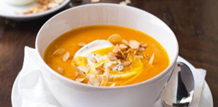 Recepty: Dýňová polévka s praženými mandlemi