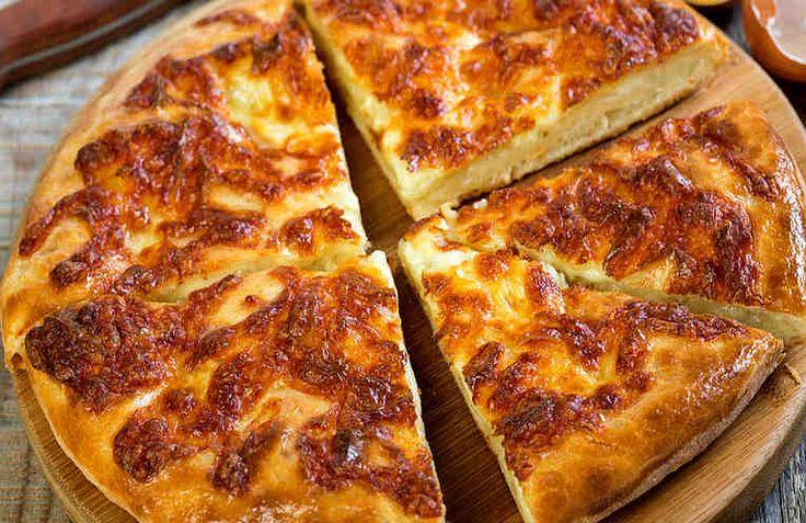 Одно из традиционных блюд грузинской кухни – хачапури. Эти вкусные лепешки с сыром давно уже полюбились хозяйкам в разных странах мира. Существует большое количество рецептов приготовления хачапури. Классика требует времени и тщательной проработки. Но есть и более простые рецепты, которые не треб