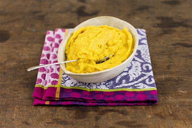 Bela ideia pra variar o clássico purê de batata. Essa receita com banana-da-terra e um toque de gengibre vai superbem com peixe e frango.