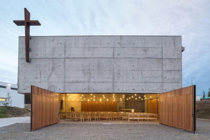 La cappella è stata costruita a Curuama, nella Regione di Valparaiso in Cile, e nasce con lo scopo di servire tanto il vicino campus universitario quanto l'interacomunità locale. Diventa un luogo ...