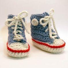 crochet baby converse!! OMG